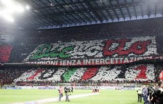 Il Meazza celebra la vittoria dello scudetto del Milan -