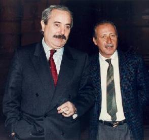 Un' immagine d' archivio di Giovanni Falcone con Paolo Borsellino