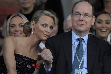 Il principe Alberto di Monaco e la fidanzata Charlene Wittstock ad una sfilata di moda -
