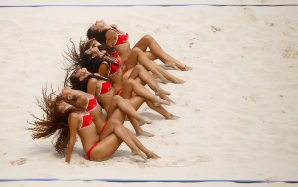 Pechino - Sole, sabbia, e belle cheerleaders! -