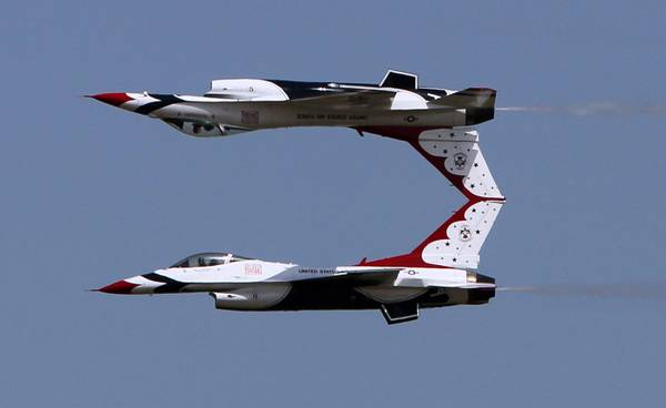 In Romania il 'Constanta Air Show 2011': speculari, in cielo -