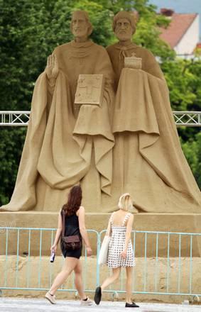 Slovacchia, la statua a Nitra dei Santi Cirillo e Metodio -