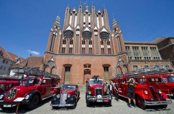 In Germania, rassegna d'antichi e moderni mezzi dei pompieri -