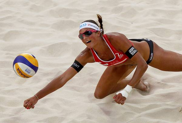 Pechino, il volley sulla sabbia della tedesca Ilka Semmler -