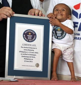 L'uomo piu' basso della Terra e' un filippino di 59,93 centimetri -