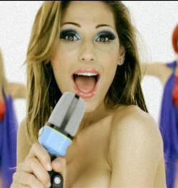 Lady Tatangelo dance in videoclip 'Sensi' -