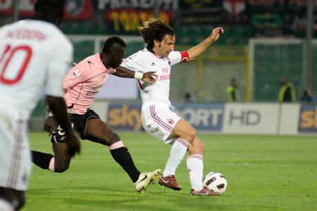 Andrea Pirlo (d) e' passato dal Milan alla Juventus -