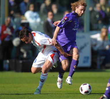 Marco Donadel (d) e' passato dalla Fiorentina al Napoli -