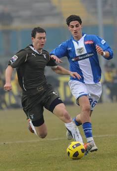 Stephan Lichsteiner (s) e' passato dalla Lazio alla Juventus -