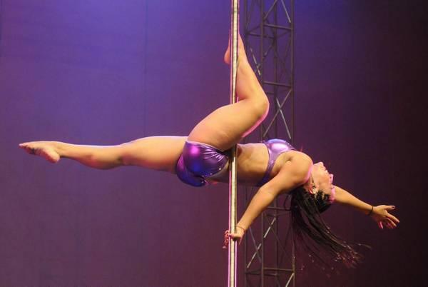 Colombia, Monica Veleztakes al concorso pole dancing -
