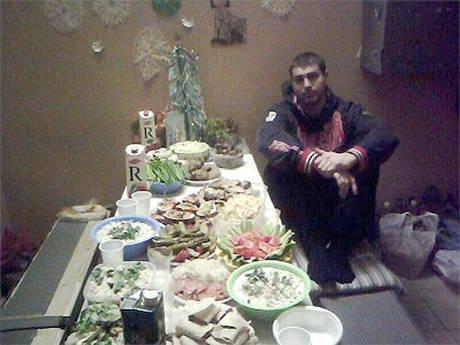 Mosca: Banchetto proibito in cella, vestiti da gladiatori -