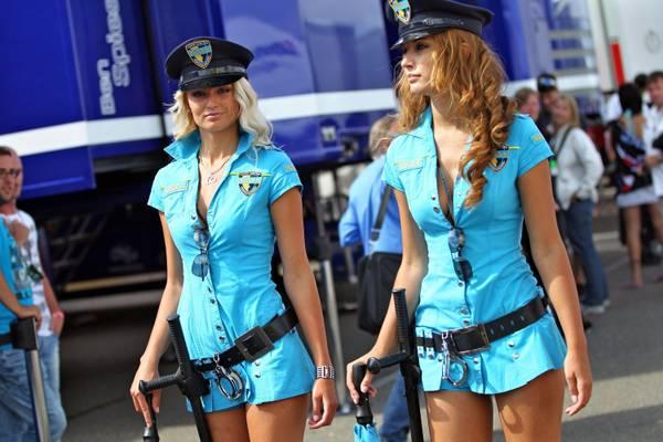 Sachsenring, e contro i reati due poliziotte -
