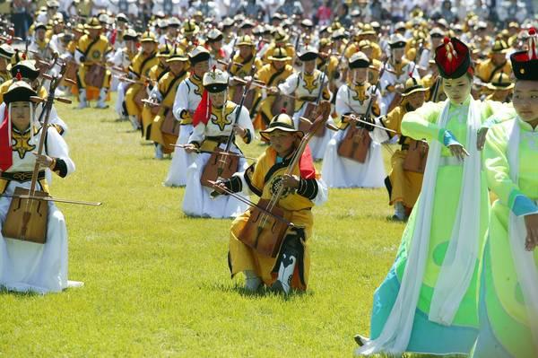 Mongolia, vestiti tradizionali per la festa nazionale -