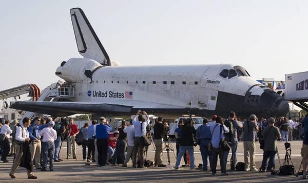 Foto per lo shuttle: dopo l'ultimo volo, 'Atlantis' in museo -