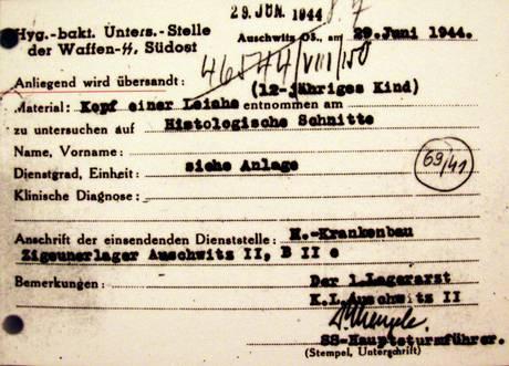 Un documento firmato dal medico nazista di Auschwitz il dottor Josef Mengele, 'Angelo della Morte' -