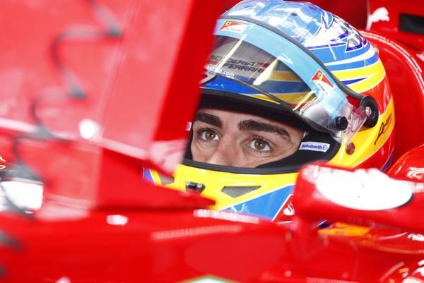 Il pilota della Ferrari Fernando Alonso durante le prove libere nel circutio di Nuerburgring in Germ