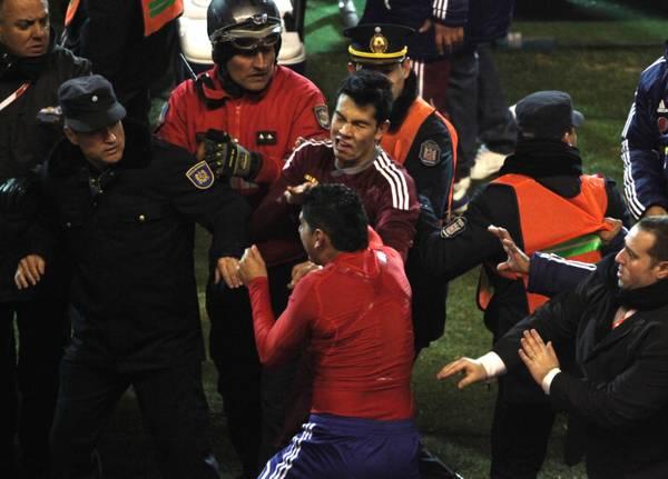 La maxi rissa subito dopo la partita di semifinale di Coppa America fra Paraguay e Venezuela -