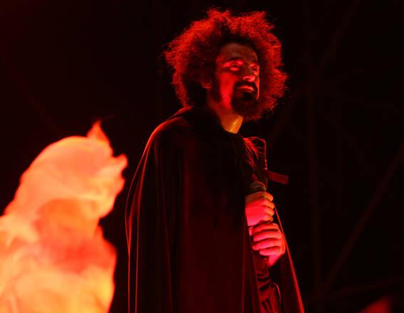 Il cantautore e rapper pugliese Caparezza in concerto a Roma al Capannelle Rock -