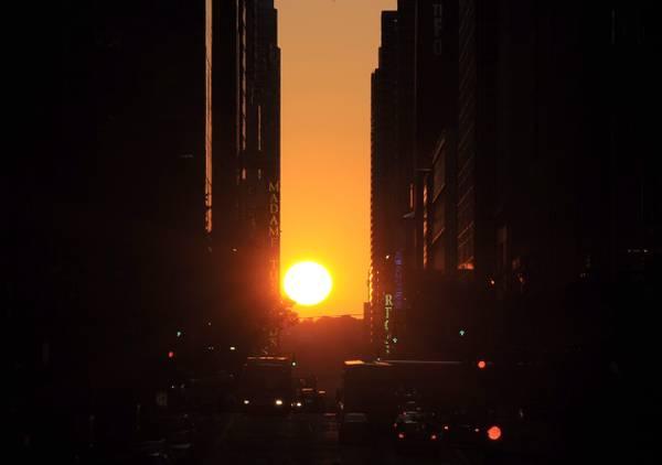 Manhattanhenge, quando il sole al tramonto cade esattamente tra una street e l'altra di New York -