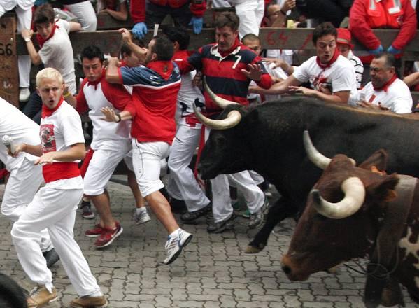 Festa di San Firmino a Pamplona: si corre. Davanti ai tori! -