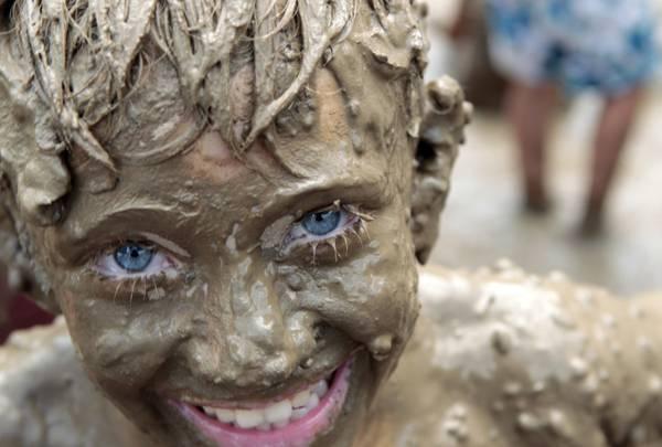A Westland (Michigan) nel 'Mud Day', il 'Giorno del Fango' -