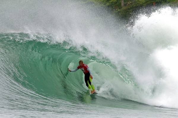 Surf in Sud Africa, sulle onde l'australiano Mick Fanning -