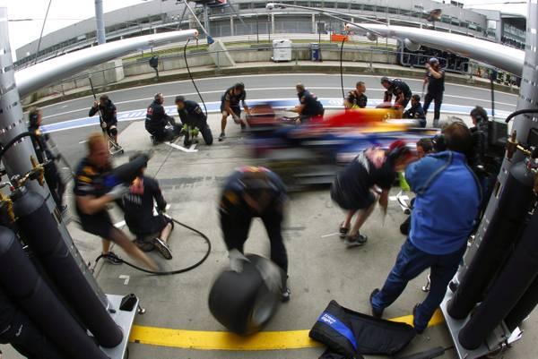 F1 al Nuerburgring: non si perde tempo al box della Red Bull -