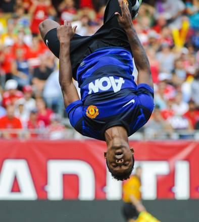 Manchester United, il salto mortale di Nani -