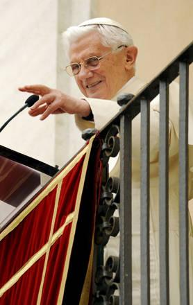 Benedetto XVI recita l'Angelus da Castel Gandolfo -