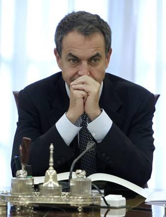 Madrid, il premier Zapatero assorto nei suoi pensieri -