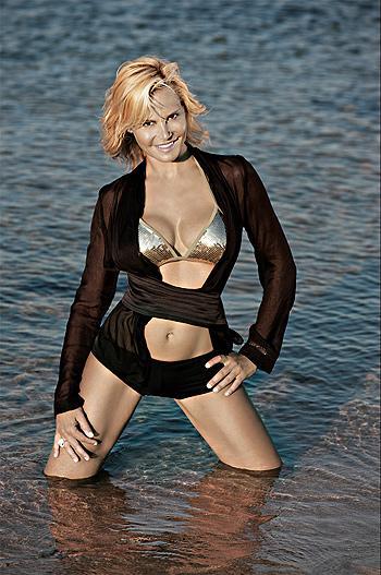 Simona Ventura al mare in Sardegna -