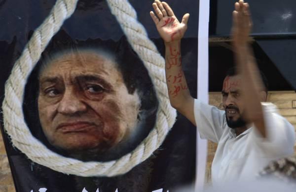 Egitto in piazza nel giorno del processo a Mubarak