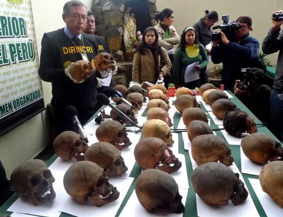 Peru': a Lima, arrestato un uomo che possedeva 180 teschi -