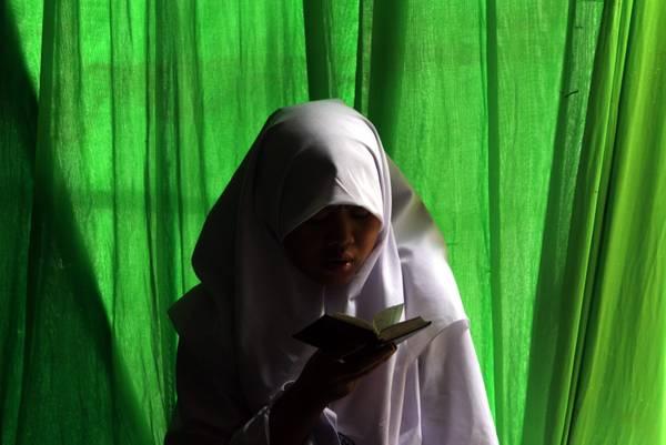Leggere il Corano in un giorno a Giacarta -