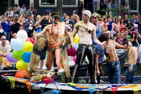 Gay Pride ad Amsterdam, in migliaia tra i canali -