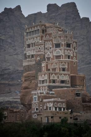 Yemen, il palazzo sulla roccia di Wadi Dhahr -