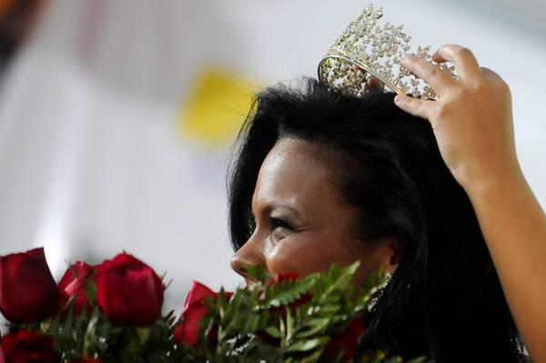 Brasilia: Raira Paixao incoronata 'Miss Carcere' 2011 -