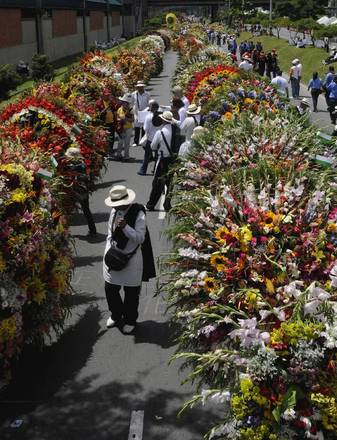 A Medellin, in Colombia, la coloratissima 'Fiera dei Fiori' -