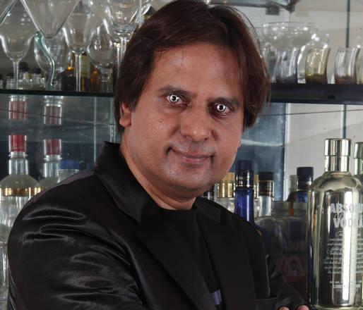 L'oculista Chandrashekhar Chawan, l'oculista indiano che ha inventato le lenti a contatto piu' costo