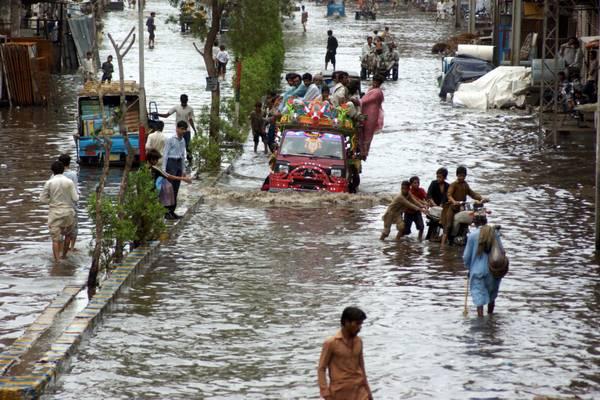 Le piogge monsoniche allagano le strade a Hyderbad, Pakistan -
