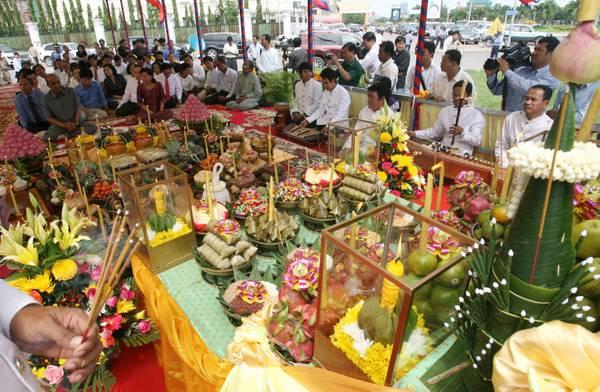 Cambogia: cerimonia commemorativa per il Festival dell'acqua -