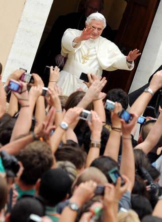 Papa: 'Abbandoniamoci al silenzio, andiamo per monasteri' -
