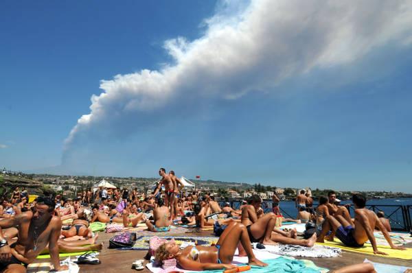Etna: lava e cenere vulcanica, aeroporto per ora aperto