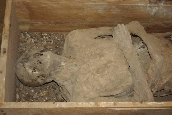 In Spagna trovata mummia durante il restauro di una chiesa