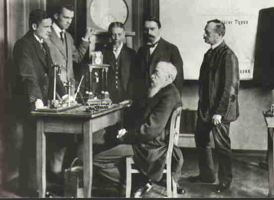 Wilhelm Maximilian Wundt (seduto), psicologo tedesco -