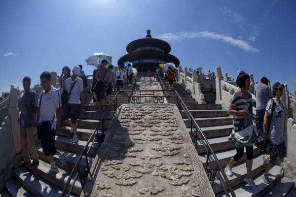 Pechino: via vai di turisti al Tempio del Cielo -