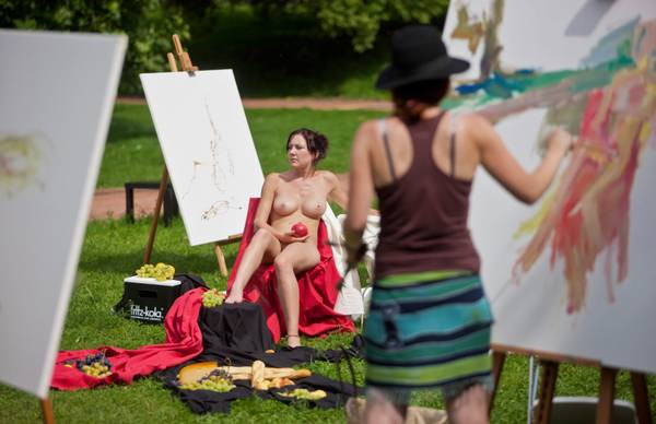 A Dresda, si approfitta del sole per un dipinto en plein air -