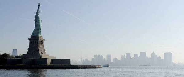 La Statua della Libertà - Dalla corona del monumento la vista su Manhattan e' impareggiabile -