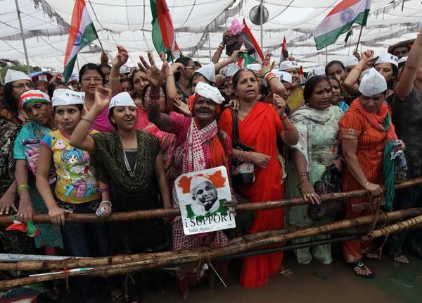 New Dehli, sostenitori di Anna Hazare il 'nuovo Ghandi' -
