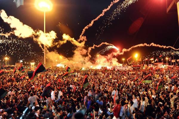 Fuochi d'artificio a Bengasi, roccaforte dei ribelli -